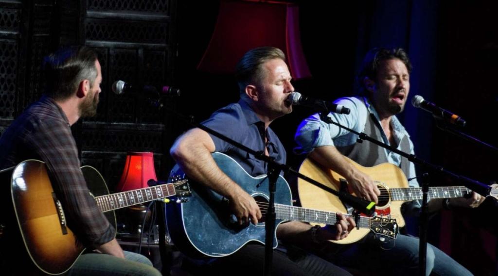 Aaron Benward hosts Nashville Unplugged every Friday night